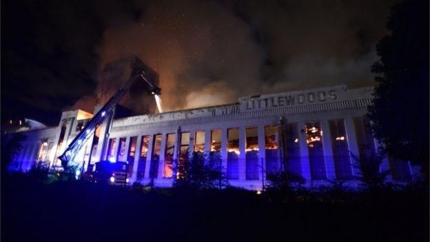 hỏa hoạn, cháy chung cư,  Littlewoods Pools