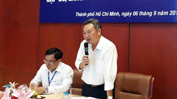 Đại diện lãnh đạo Tổng Giám đốc Công ty điện lực TP Hồ Chí Minh trao đổi thông tin tại hội nghị.