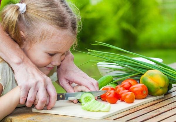 kĩ năng sử dụng dao, dạy nấu ăn, cùng con vào bếp