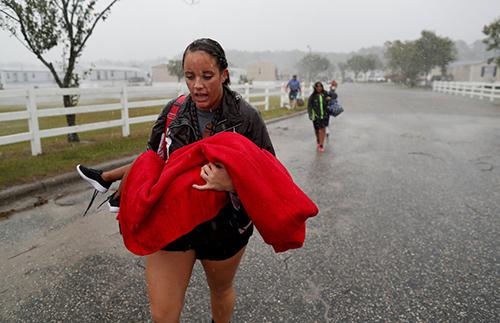 Lũ lụt hoành hành sau bão Florence ở Mỹ, 8 người chết