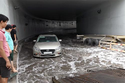 Sài Gòn ngập nặng, giao thông Mỹ Thủy