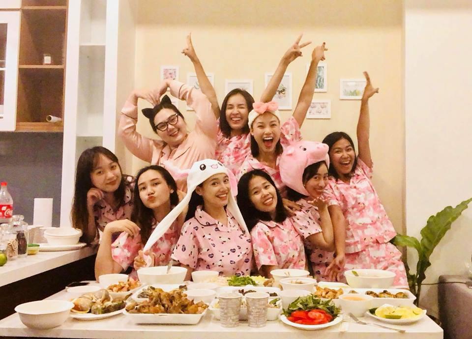 buoi-tiec-pijama-huong-phan-chia-tay-doi-doc-than-cua-nha-phuong-1