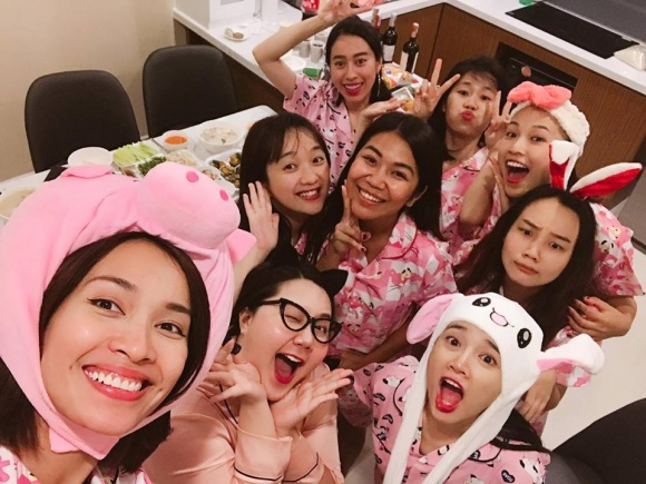 buoi-tiec-pijama-huong-phan-chia-tay-doi-doc-than-cua-nha-phuong-4