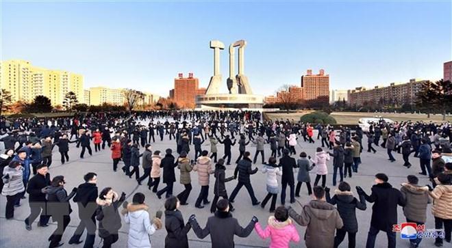 Người dân Triều Tiên tổ chức mừng một sự kiện tại Bình Nhưỡng. (Nguồn: YONHAP/TTXVN)