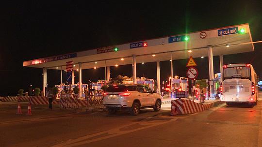 Trạm thu phí Quốc lộ 5A, gây rối