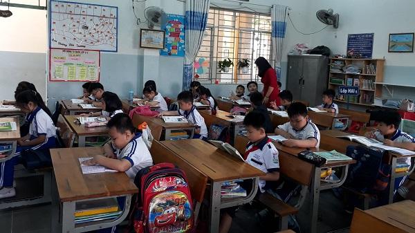 Học sinh không viết vào sách giáo khoa để tránh gây lãng phí