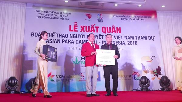 Đại diện của Herbalife Việt Nam sẽ trao thưởng cho 10vận động viên thi đấu xuất sắc tạiAsian Para Games 2018.