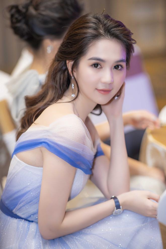 VOH-Ngoc-Trinh-khoe-chan-dai-3