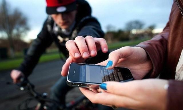 Comment éviter le vol à l'arraché de téléphone portable