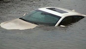 Cách thoát hiểm khi ô tô lao xuống sông?