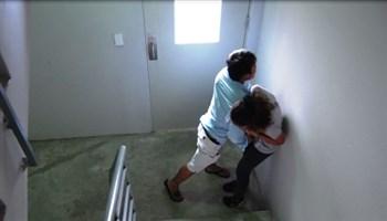 Thoát hiểm khi bị tấn công trong thang bộ (Phần 1)