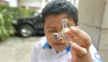 Những nguy hại khi cho trẻ chơi con quay spinner