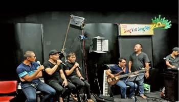 Các ca sĩ hào hứng tập luyện chuẩn bị The Hits tại phố đi bộ Nguyễn Huệ