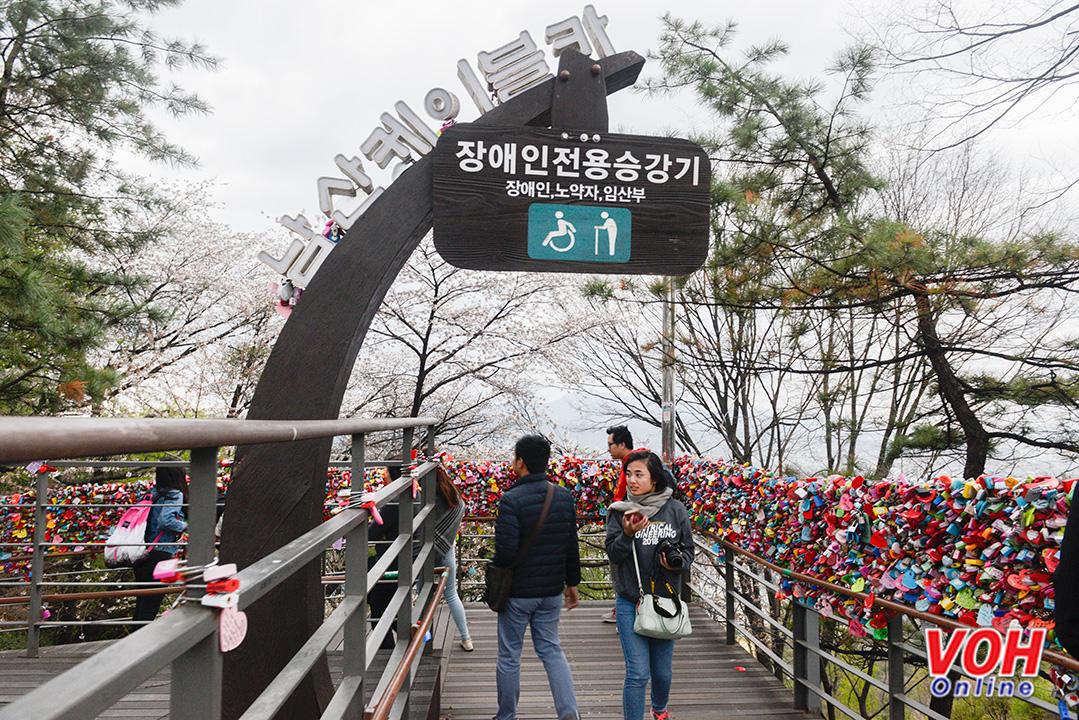 Đây còn là điểm đến được khách du lịch quốc tế bầu chọn là địa điểm thú vị nhất ở Seoul.