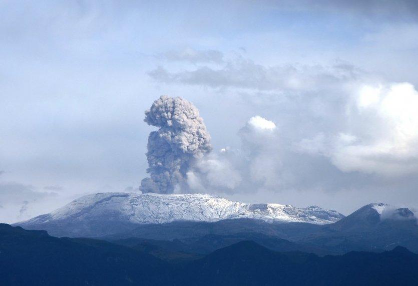 9. Nevado del Ruiz, Colombia: Núi lửa Nevado del Ruiz là một trong những ngọn núi cao nhất Colombia với độ cao 5.321m, thuộc nhánh dãy núi Andes. Ngọn núi từng gây chấn động với đợt phun trào lịch sử năm 1985 sau 69 năm ngủ yên. Cuộc phun trào lần đó đã khiến hơn 23.000 người thiệt mạng tại thành phố Armero.