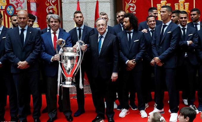 Lễ mừng công của Real Madrid bắt đầu từ một nhà thờ ở địa phương. Sau đó toàn đội đến gặp thị trưởng và hội đồng thành phố Madrid.