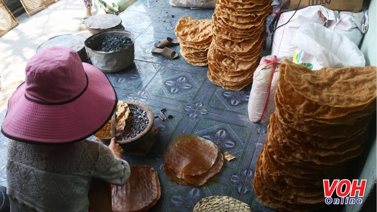 Ngoài sản xuất các loại bánh tráng để gói, cuốn nem, chả giò…làng nghề còn có loại bánh tráng ngọt được pha thêm sữa hoặc dừa. Sau đó, được nướng lên và giao sỉ cho các tiểu thương ở chợ. Ngày nay, công nghệ rất phát triển nhưng làng nghề bánh tráng Ninh Hiệp, thị xã Ninh Hòa, Khánh Hòa vẫn luôn giữ được những công đoạn truyền thống để tạo nên những miếng bánh tráng thơm ngon, trứ danh làng nghề. Trở thành một trong những nét đẹp văn hóa truyền thống, đặc trưng cho Khánh Hòa nói riêng và Việt Nam nói chung.