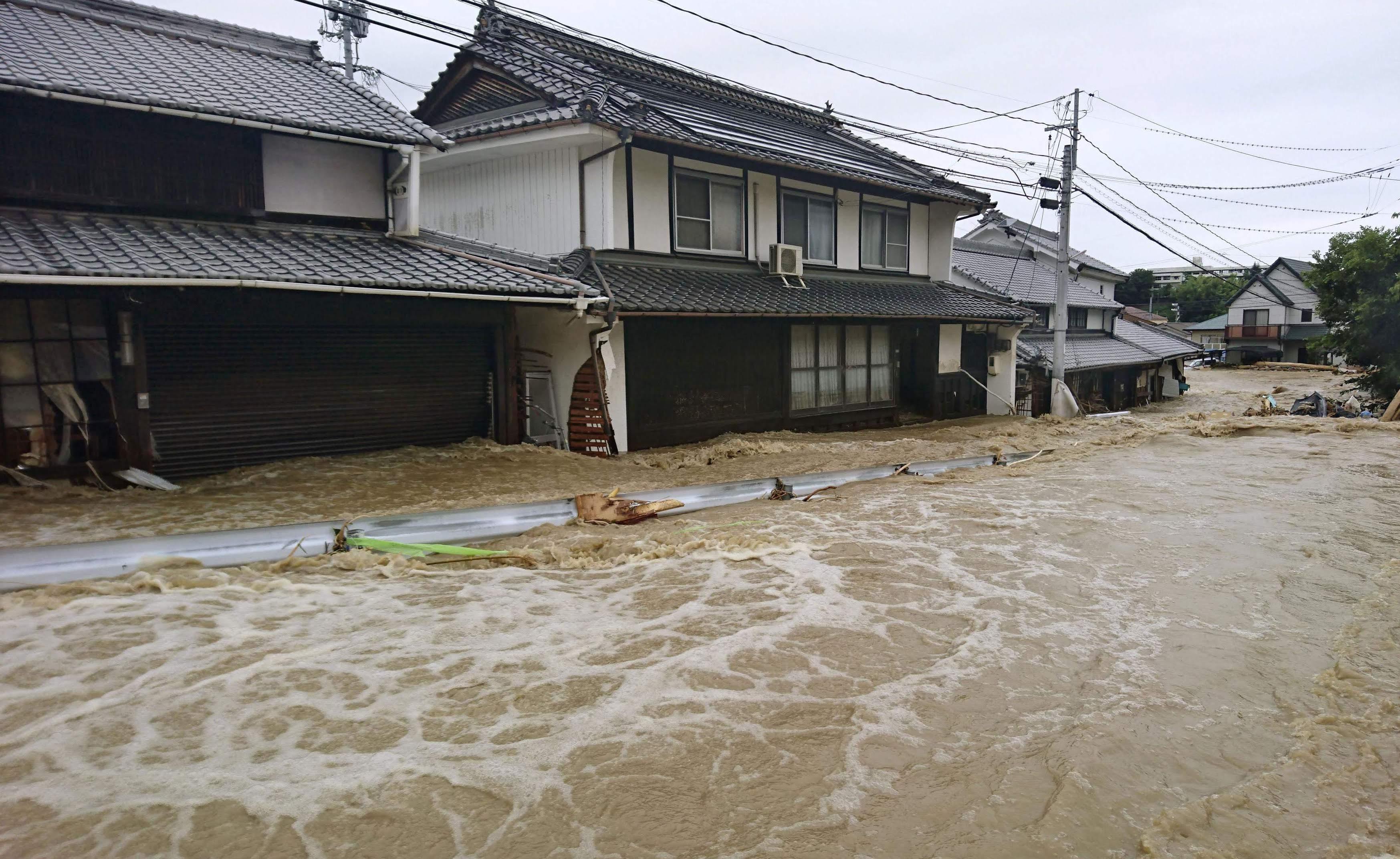 Hơn 1,6 triệu người đã được lệnh phải sơ tán khẩn cấp và 3,1 triệu người khác được khuyến cáo đi lánh nạn do lo ngại mưa lũ và lở đất.