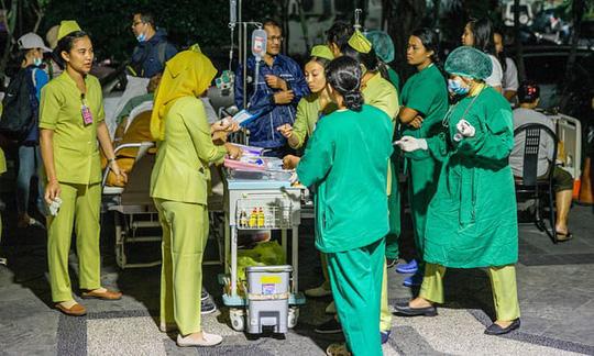 Các bệnh viện cũng được sơ tán vì lý do an toàn sau động đất. Ảnh: EPA