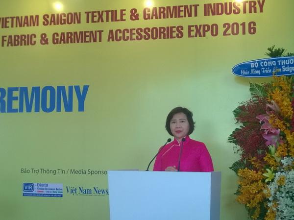 Thứ trưởng Bộ Công Thương Hồ Thị Kim Thoa phát biểu tại buổi khai mạc.